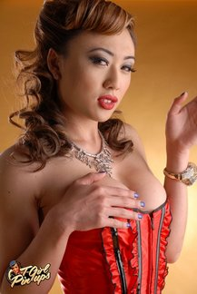 Glamorous shemale sensation Venus Lux is one horny t-girl