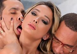 Brazilian TS porn star Bianca Hills works over four huge cocks